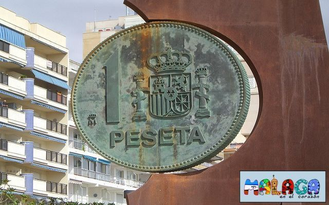 Monumento a la peseta en los Boliches, Fuengirola