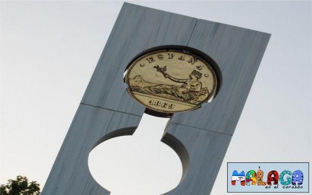 Monumento a la peseta en Roquetas de mar, Almería