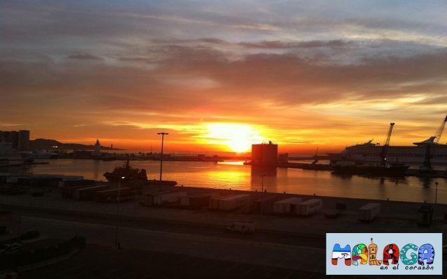 Amanecer en el Puerto de Málaga. Venancio Moreno